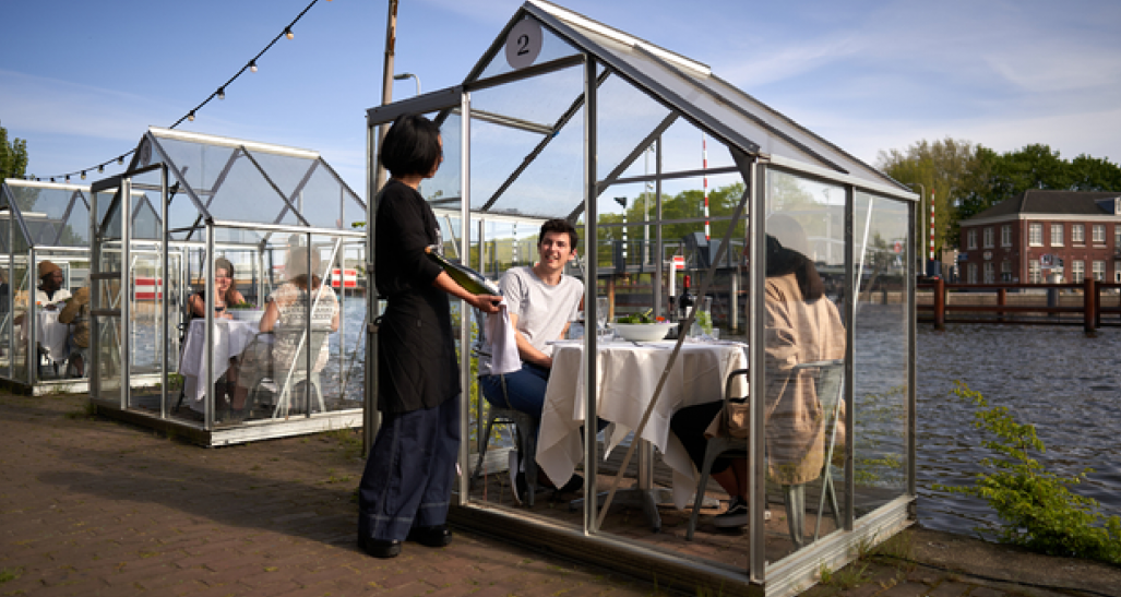 Social distancing at restaurants