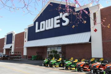 Lowe's store exterior